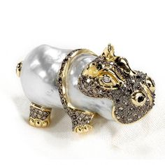 Hippo Brooch with pearl and diamonds by Mario Buzzanca