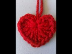 In this short tutorial you will learn to crochet this cute little heart.  Only 1 round.  Use it to embellish your hats, scarfs,mittens, sweaters, make mobiles, etc.  Make different sizes by using different hooks.  The larger the hook the larger the heart.      En este video aprendera como hacer este precioso corazoncito.  Pongalo en sus gorros, su...