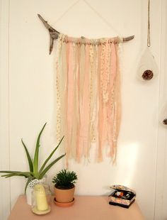 CUSTOM - Wall hanging driftwood and ribbons - lace linen burlap Ribbon Decoration Branches, Yarn Wall Hanging, Wall Hangings, Craft Room Closet, Diy Projects For Men, Photo Deco, Bedroom Crafts, Creation Deco, Driftwood Crafts