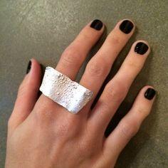 Anel Vento em prata 950 reticulada, por Sandra Paulo para Cariocas da Joia. #jewelry #silver #prata #joia #anel #ring #cariocasdajoia #contemporaryjewelry