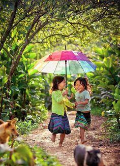 Vietnam, girls with umbrella. Precious Children, Beautiful Children, Happy Children, Little People, Little Girls, Vietnam Voyage, Foto Baby, Under My Umbrella, Jolie Photo
