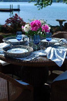 So pretty! Outdoor dining & entertaining. Tabletop decor.