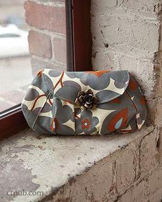 FREE pattern: Elegance Pleated Clutch