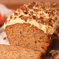 The best coffee cake banana bread recipe with double crumb cake topping! Think classic banana bread meets the best coffee cake to make one easy quick bread that works for breakfast, brunch and dessert! Carrot Banana Cake, Easy Banana Bread, Banana Bread Recipes, Easy Bread, Banana Bread Icing Recipe, Recipe For Carrot Cake, Banana Cake Icing, Carrot Bread Recipe Moist, Banana Recipes Videos