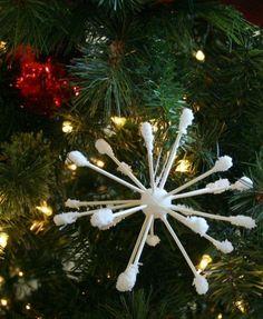 Addobbi natalizi fai da te: il riciclo creativo di tappi in sughero e cotton fioc | Ecoo