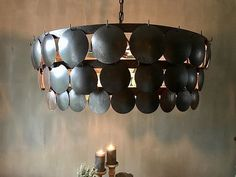 Hoffz lamp kalkverf muur Black Kitchens, Bohemian Style, Ceiling Lights, House Styles, House Lighting, Sober, Chandeliers, Home Decor, Dining Room