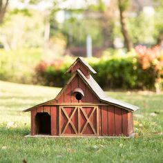 Take your feathered friends to the farm giving them this lovely birdhouse. Styled after a classic red barn, the birdhouse features a sturdy wooden construction and metal roof that's perfect for featuring on a table in the garden or on the porch. Rustic Barn, Rustic Farmhouse, Barn Wood, Rustic Wood, Decorative Bird Houses, Bird Houses Diy, Large Bird Houses, Wooden Bird Houses, Mini Houses