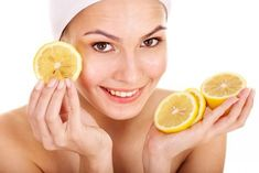 Lemon juice is also a natural skin whitener, so it can act to reduce a pimple's redness. A bit of lemon is also good for applying to fresh acne scars. Trying a simple lemon juice remedy may be helpful for those with mild acne. Pele Natural, How To Get Rid Of Pimples, Acne Remedies, Natural Remedies, Health Remedies, Tips Belleza, Beauty Recipe, Flawless Skin, Natural Treatments
