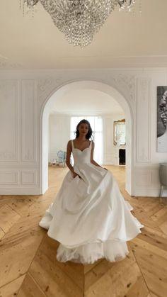 Fancy Wedding Dresses, Simple Wedding Gowns, Classic Wedding Dress, Wedding Attire, Bridal Dresses, Cocktail Wedding Dress, Wedding Dress Long Train, Parisian Wedding Dress, Bodice Wedding Dress