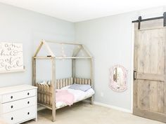 DIY toddler house bed with plans. (via The House of Wood) Toddler House Bed, Diy Toddler Bed, Toddler Rooms, Kids Rooms, Diy Cabin Bed, Diy Bett, Diy Sliding Barn Door, Murphy Bed Plans, House Beds