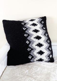 Ravelry: Vetur Cushion pattern by Linda Regel