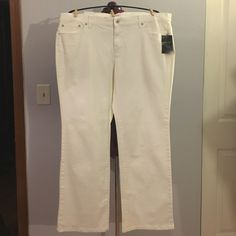 """Liz & Co White Straight Leg Chelsea Denim Jeans Up for grabs is this pair of denim jeans from Liz & Co. They are a size 18 regular and have a 32"""" inseam, a 44"""" waist and 50"""" hips. These jeans are the Chelsea style which have a straight leg and a mid-rise. They are an easy fit style that have stretch to them. These white jeans are new with the original tags. Liz & Co Jeans Straight Leg"""