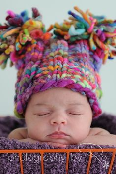 Cute shop with lots of newborn hats for photos. Knitting For Kids, Loom Knitting, Knitting Projects, Baby Knitting, Crochet Baby, Crochet Projects, Newborn Hats, Newborn Photo Props, Baby Hats