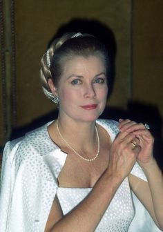 Princess Grace of Monaco -such a simple choice of pearls