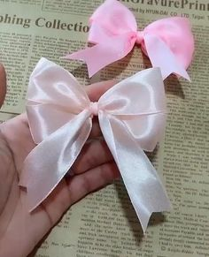 Diy Crafts Hacks, Diy Crafts For Gifts, Diy Projects, Ribbon Crafts, Fabric Crafts, Gift Bows, Diy Hair Bows, Diy Hair Accessories, How To Make Bows