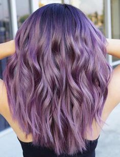 20 Breathtaking Purple Ombre Hair Color Ideas Purple hair has become one of the biggest trends in the scene. Here are few breathtaking purple ombre hair color ideas for you to to try at home. Lilac Hair, Hair Color Purple, Cool Hair Color, Long Purple Hair, Purple Blonde Hair, Blonde Shades, Purple Balayage, Purple Wig, Ombre Hair Lavender