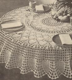 alice brans posted Free Crochet Round Pineapple Tablecloth Pattern to their -crochet ideas and tips- postboard via the Juxtapost bookmarklet. Crochet Table Topper, Crochet Tablecloth Pattern, Crochet Bedspread, Crochet Doily Patterns, Thread Crochet, Filet Crochet, Crochet Motif, Crochet Designs, Table Cloth Crochet