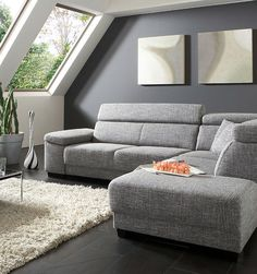 Nice Ecksofa Santiago Ein flaches Sofa in hellem Grau l sst das Dachgeschosszimmer offener erscheinen