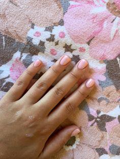 #short #simple #nails #pink #cream #shellac