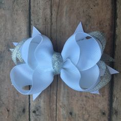Winter Hair bow - White and silver - sparkle bow - Small boutique bow - Snow hair bow - white and silver hair bow - White hair clip by BBgiftsandmore on Etsy