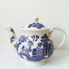 Blue and White Willow Pattern Sadler Tea Pot by LaviniasTeaParty