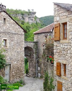 The beautiful medieval mountain village of Cantobre in Cevennes National Park, France Beautiful Buildings, Beautiful Places, France National, European Road Trip, Best Vacation Destinations, Rustic Home Design, Thing 1, Mountain Village, Cities In Europe