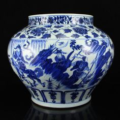 Chinese Ming Dynasty Blue And White Porcelain Pot