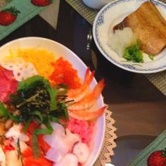 Chirashi sushi for this doll's day.