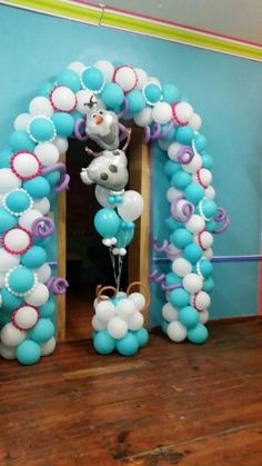 "Balloon arch and Olaf floor centerpiece - great idea for a ""Frozen"" party! Olaf#decoration #balloon#moviefrozen"