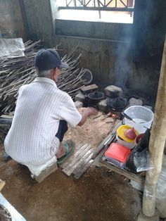 Urusan makanan? Beuuuh jangan ditanya! Surabi bakar tradisional ini asliii indonesia punya! Murah, enak, sehaattt!! #PINdonesia #OndeMonday