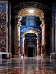 . St. Peter's Basilica Vatican City Rome, Italy flickr szerző: Storm Crypt Architectural Details Lena Podolsky