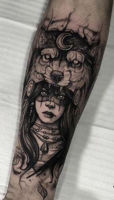 40 Fotos de tatuagens de lobo para se inspirar - Fotos e Tatuagens Wolf Tattoos, Tattoos Bein, Native Tattoos, Forearm Tattoos, Arm Band Tattoo, Body Art Tattoos, Girl Tattoos, Small Tattoos, Sleeve Tattoos