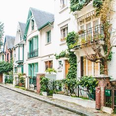 Village charm in Montmartre. Photo courtesy of overseasescape on Instagram.