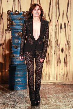 See the full Pre-Fall 2018 collection from La Perla.