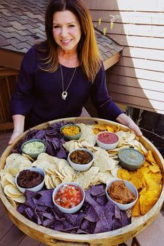 Tortilla chips and salsas – Food Snacks Für Party, Appetizers For Party, Appetizer Recipes, Snack Recipes, Cooking Recipes, Party Food Platters, Food Trays, Party Trays, Charcuterie And Cheese Board