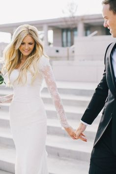 ONE LACE SLEEVE WEDDING DRESS TWO WAYS The beautiful Amber of Barefoot Blonde shows us how you can take one gorgeous lace sleeve wedding dress and go from chic, classic bride to boho bride in a flash with a floral crown and change of scenery! Lace Wedding Dress With Sleeves, Lace Sleeves, Dresses With Sleeves, Lace Dresses, Wedding Dresses 2014, Wedding Gowns, Civil Wedding, Wedding Venues, Hair Wedding
