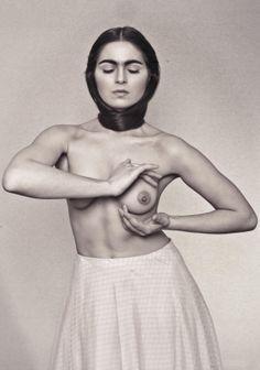 Parte de una sesion de fotos en homenaje a Frida Kahlo  Fotografia: Hernan Irastorza  Maquillaje y peinado: Barbara Rizzuti  Vestuario: LENTOS VARIOS VOL2   Modelo: Perlita Perren