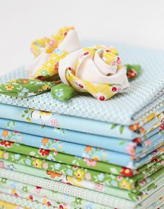 Backyard Roses by Nadra Ridgeway for Riley Blake Designs #backyardrosesfabric…