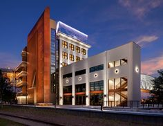 The Bridge Building / Hastings Architecture Associates