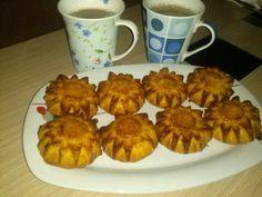 Muffins con la receta del bizcocho de yogur, perp tuneada, en lugar de yogur natural con yogur de piña... Tan buenos que hasta los que no estan a dieta se los han comido
