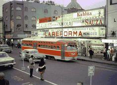 El Universal - DF - La ciudad en el tiempo. La emblemática Plaza de San Juan Bus Stop, Mexican Art, Mexico City, Public Transport, Old Pictures, Nostalgia, Retro, Photography, Vintage