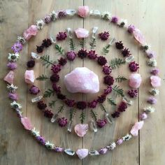 Pink and purple mandala with flowers and crystals Crystals Minerals, Rocks And Minerals, Crystals And Gemstones, Stones And Crystals, Crystal Magic, Crystal Grid, Crystal Healing, Crystal Mandala, Deco Zen