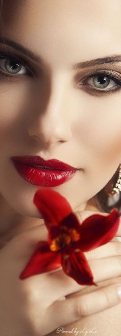 ~Confìdence is beauty. Beautiful Lips, Beautiful Women, Perfect Red Lips, Glamour, Pretty Eyes, Red Lipsticks, Woman Face, Nautical Fashion, Lady In Red