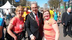 Marathon Rotterdam 2016. Ook burgemeester Aboutaleb van Rotterdam is trots. Hij kwam onze horende en dove collega's persoonlijk aanmoedigen.