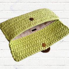 This Pin was discovered by Тат Crochet Wallet, Crochet Case, Bag Crochet, Crochet Clutch, Crochet Stars, Easter Crochet, Crochet Handbags, Crochet Purses, Crochet Basics