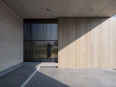 One-story Building of Nakatsu by Matsuyama Architects and Associates - screen