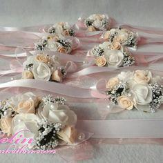 Gelin ve Nedime bileklikleri   www.gelinbuketleri.com Purple Wedding, Wedding Flowers, Wedding Dresses, Corsage Wedding, Wedding Bride, Wedding Favor Bags, Wrist Corsage, Gift Hampers, Dark Souls