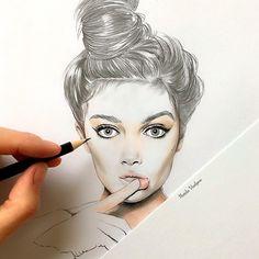 sketch✏️ меня часто спрашивают, как я рисую волосы? Сначала я делаю sketch обычным карандашом, а уже потом добавляю цветные карандаши и конечно для эффекта натуральных волос✍🏻️💁🏼сделайте растушёвку😉а светлые блики придадут лоск и красоту💋