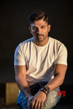 Stylish Star Allu Arjun Donates 25 Lakhs To Kerala Flood Victims Gallery - Social News XYZ Pawan Kalyan Wallpapers, Allu Arjun Wallpapers, Hd Wallpapers 1080p, Dj Movie, Movie Photo, Actor Picture, Actor Photo, Allu Arjun Hairstyle, Men's Hairstyle