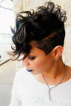 From braided to cornrow to funky cut-outs, natural hair mohawk styles are quickly making their way into the fashion scene of Short Sassy Hair, Short Hair Cuts, Short Black Hairstyles, Pretty Hairstyles, Love Hair, Gorgeous Hair, Natural Hair Mohawk, Curly Hair Styles, Natural Hair Styles